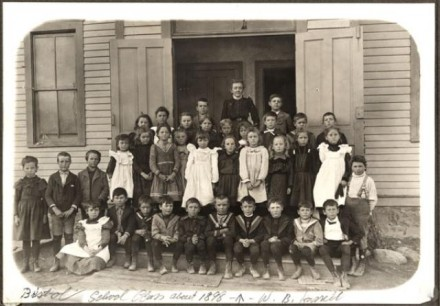 Second Grade at Del Norte School, photographer unknown, November 1899. Courtesy of Special Collections, Pikes Peak Library District. Image Number: 001-8864.